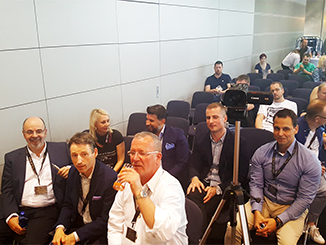 Prominente Zuschauer im Conference Center der Hall of Vape