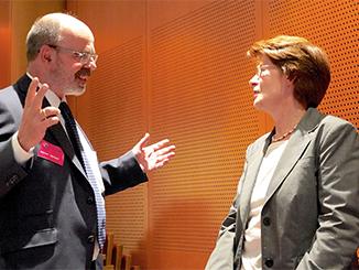 Prof. Dr. Mayer im Gespräch mit Frau Dr. Sommer